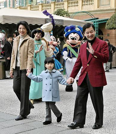 皇太子さま一家によるディズニー貸し切りは批判の的になった?